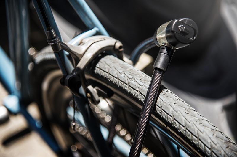 kerékpár lakat használat közben